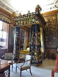 One of the state bedrooms, Burghley House by Derek Voller, via Geograph Beautiful Bedrooms, Beautiful Interiors, Beautiful Homes, English Interior, Classic Interior, Chateau Hotel, Royal Bedroom, English Manor Houses, Discount Bedroom Furniture