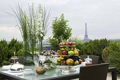 A healthy breakfast with an assortment of fruits at the Le Meurice Hotel Paris Terrace. Palaces, Fresco, Le Meurice, Luxury Travel, Luxury Hotels, Paris Hotels, Outdoor Furniture Sets, Outdoor Decor, Balcony Garden