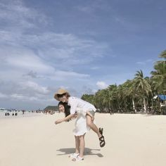 ~Let's never break our heart. I'm not gonna leave you. ❤️💞 ~ ~ ~ ~ ~ ~ ~ ~ ~ ~ ~ ~ ~ ~ ~ ~ ~ Tag your friend 👍 Ulzzang Korean Girl, Ulzzang Couple, Cute Couples Goals, Couple Goals, Korean Couple Photoshoot, Parejas Goals Tumblr, Korean Friends, Cute Photography, Couple Beach