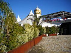 A Restaurant at the Docks - Un Restaurante en el Puerto