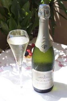 "Duc de Raybaud Chardonnay, Vins Breban: at ""Chardonnay du Monde"" 2016 festival contest the sparkling wine DUC DE RAYBAUD Chardonnay was honored with Gold medal. Boujee Aesthetic, Aix En Provence, Sparkling Wine, Fine Wine, Champagne, Sparkle, Bottle, Tableware, Dinnerware"