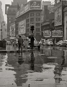 Rainy day in Times Square, 1942