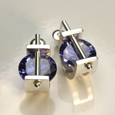 duze Found on zero925.pl Really cool crystal and metal stud earring design.