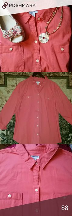Old Navy Poppy twill button down Great staple item for your closet, soft material. Worn once EUC Old Navy Tops Button Down Shirts