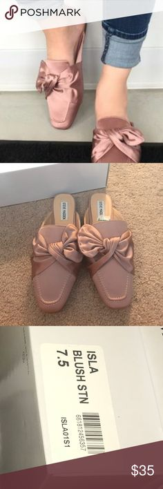 Steve Madden Isla Mules Absolutely beautiful and so on trend!! Brand new in box! No flaws!! Color is true in first picture. My lighting is just horrible in the rest! Steve Madden Shoes