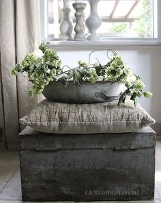 Ideas farmhouse chic home beautiful for 2020 Deco Nature, Nature Decor, Small Fountains, Living Room Decor Inspiration, Deco Floral, Farmhouse Chic, Green Plants, Rustic Charm, Natural Living