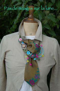 Collier Boutons et cravate Comme Papa!