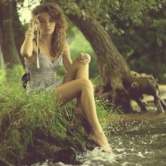 cute girl portrait idea for outdoors. Natural light photo.