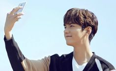 Lee MIn Ho, Lenovo Zuk Edge.