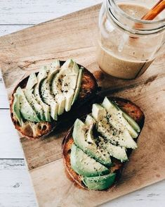 the best way to eat avo toast I Love Food, Good Food, Yummy Food, Tasty, Healthy Snacks, Healthy Recipes, Dinner Healthy, Diet Recipes, Cooker Recipes
