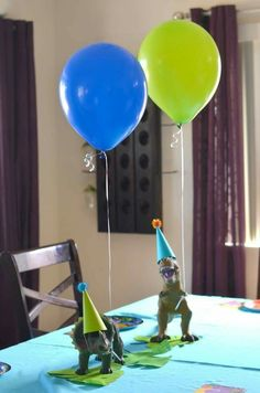 Dinos & balloons