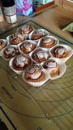 easy cinnamon roll muffins- no yeast needed