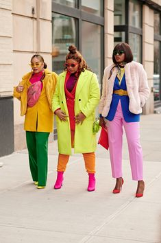 NYFW is finally here and ESSENCE will be capturing the best street style moments from Black creatives at F/W Funky Fashion, Black Girl Fashion, Autumn Fashion Casual, Big Fashion, Nyfw Street Style, Autumn Street Style, Casual Street Style, Tokyo Street Style, London Street
