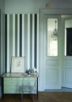 How to decorate a hallway farrow ball monochrome stripes decorate hallway nook Farrow Ball, Farrow And Ball Paint, Hallway Wallpaper, Of Wallpaper, Wallpaper Patterns, Wallpaper Ideas, Paint Patterns, Feature Wallpaper, Striped Hallway