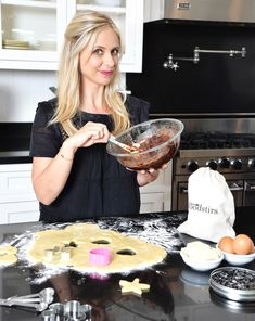 Sarah Michelle Gellar launches kid-friendly baking brand!