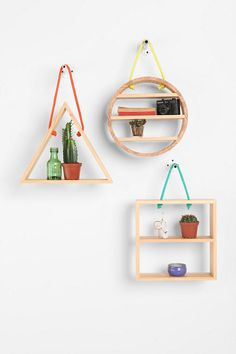 Hanging Rope Circle Shelf : hanging rope shelves (no longer available, but some great inspiration! Do It Yourself Regal, Circle Shelf, Triangle Shelf, Hanging Rope Shelves, Diy Hanging, Diy Casa, Ideias Diy, Small Space Living, Geometric Shapes