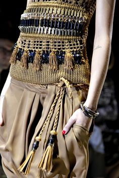 Gucci Spring 2011 Ready-to-Wear Collection - Vogue Look Fashion, Fashion Details, High Fashion, Fashion Show, Womens Fashion, Fashion Design, Fashion Trends, Gucci Spring, Vogue