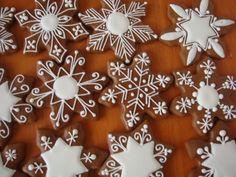 Found on medovniky-kraslice. Ginger Bread Cookies Recipe, Ginger Cookies, Iced Cookies, Snowflake Cookies, Holiday Cookies, Star Cookies, Gingerbread Decorations, Gingerbread Cookies, Christmas Gingerbread House