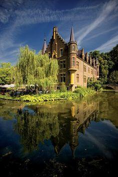 Kasteel TerWorm, Heerlen (Limburg), The Netherlands. Beautiful Castles, Beautiful Buildings, Beautiful Places, Kingdom Of The Netherlands, Amsterdam Netherlands, Castle Ruins, Medieval Castle, Places Around The World, Around The Worlds