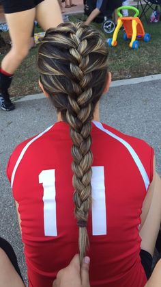 French braid for volleyball // - Coiffure 03 French Braid Hairstyles, Pretty Hairstyles, Girl Hairstyles, Braided Hairstyles, Hairstyles Videos, French Braids, Princess Hairstyles, Cute Sporty Hairstyles, Wedding Hairstyles