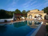 Casa de campo en venta cerca de Cala Galdana con preciosa piscina privada #oportunidad #menorca http://www.casasenmenorca.com/es/ficha/6343/