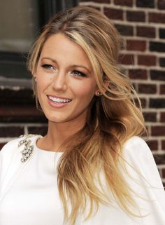 Top 50 Hairstyles for Oval Faces, worn by the hottest female celebrities. All hair styles and colours. Oval Face Hairstyles, Celebrity Hairstyles, Pretty Hairstyles, Blake Lively Hairstyles, Gossip Girl Hairstyles, Bridal Hairstyles, Oval Face Shapes, Oval Faces, Corte Y Color