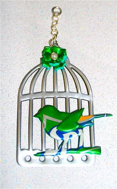 Bird on A Wire---Recycled Soda Can Art-Large Bird and Cage Hang Tag/Ornament Recycled Art Projects, Metal Projects, Recycled Crafts, Diy Projects To Try, Soda Tab Crafts, Bottle Cap Crafts, Coke Can Crafts, Pop Can Art, Aluminum Can Crafts