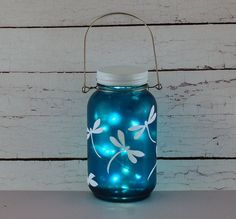 Creative Mason Jar Decoration There is one simple way to decor your home easily, using home decor ideas with mason jars. Mason jars can be used as pretty home decor for many purposes. You can use it as both home decor and mini sto Mason Jar Art, Pot Mason, Mason Jar Lanterns, Mason Jar Gifts, Mason Jar Lighting, Wine Bottle Crafts, Bottle Art, Jar Crafts, Mason Jar Projects