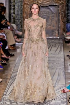See the complete Valentino Fall 2011 Couture collection.