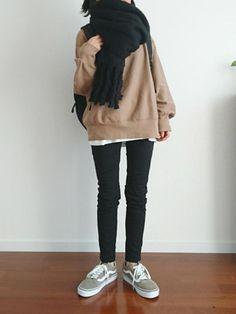 去年とは、少し違う。実は変わってた「黒スキニー」の着こなし方4つ - senken trend news-最新ファッションニュース Tomboy Fashion, Sneakers Fashion, Girl Fashion, Fashion Outfits, Womens Fashion, Japanese Fashion, Korean Fashion, Cool Outfits, Casual Outfits