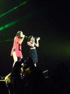 Demi singing Bang Bang with Jessie J tonight.