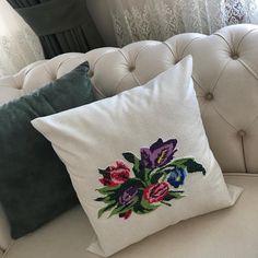 Kaneviçelerinizi dekoratif kırlent olarak da değerlendirebiliriz 🙏🏻 Görseldeki ürünü canlı olarak da gördüğümüz için muhteşem olduğunu söyleyebiliriz ☺️✨ Cushions, Throw Pillows, Instagram, Embroidered Cushions, Cross Stitch Pictures, Dots, Toss Pillows, Toss Pillows, Pillows