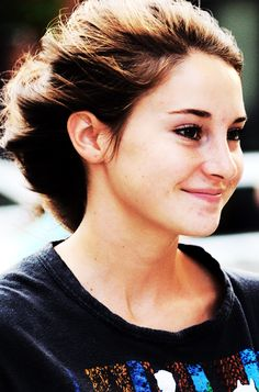 Shailene Woodley---omg what color are her eyes??? They are like every freakin color. so jealous
