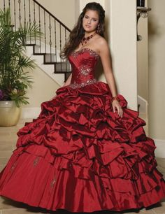 Quinceanera dress - The largest component of the quinceanera for a girl turning 15 would be the dress! The perfect quinceanera gown makes the birthday girl feel like princess. Ball Gowns Prom, Ball Gown Dresses, 15 Dresses, Pretty Dresses, Evening Dresses, Party Gowns, Robes Quinceanera, Pretty Quinceanera Dresses, Vestido Strapless