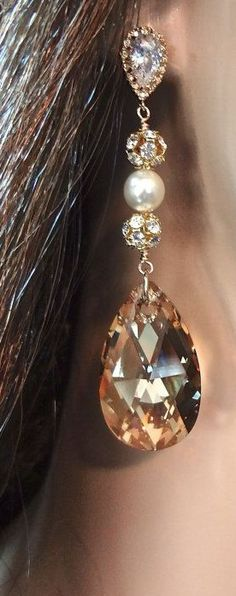 For example, every woman needs an LBD (little black dress), and a pair of pearl earrings. Pearl earrings have the wonderful ability of bein… Jewelry Box, Jewelry Accessories, Fashion Accessories, Bijoux Art Deco, The Bling Ring, Pearl Earrings, Drop Earrings, Diamond Are A Girls Best Friend, Mode Inspiration