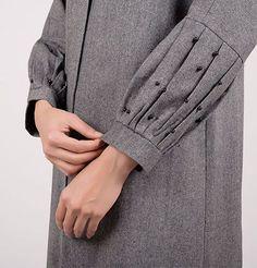 Bell Style Sleeves Design Source by Dresses formal Frock Design, Fancy Dress Design, Stylish Dress Designs, Neckline Designs, Dress Neck Designs, Sleeve Designs, Blouse Designs, Kurti Sleeves Design, Kurta Neck Design
