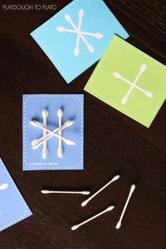 Awesome busy bag or STEM challenge for kids this winter. Free Q-tip snowflake cards!