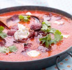 krydret-tomat-og-kikertsuppe-med-spicy-polse