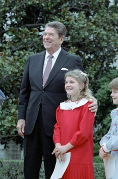Let's go back to the days when Firestarter was in the theaters and Ronald Reagan was in the White House… President Reagan with Drew Barrymore at a ceremony launching the Young Astronauts program on. Drew Barrymore, Edith Bouvier Beale, 50 First Dates, Greatest Presidents, American Presidents, American History, American Soldiers, British History, Native American