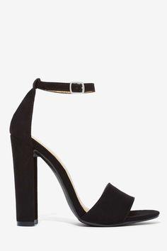 Black Ankle Strap Heels  Ada yang lebih pendek ngga ya tapi kaya gini...