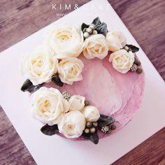 wild rose🌱 A different but unique style rose of KIM&CAKE.  #bakingclass#buttercream#cake#baking#수제케이크#weddingcake#버터크림케이크#꽃#flowers#buttercake#플라워케이크#wedding#버터크림플라워케이크#specialcake#birthdaycake#flower#장미#rose#디저트#케이크#cupcake#dessert#food#beautiful#부케#bouquet#instacake#꽃스타그램#flowercake#peony @yoon2222222