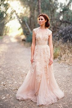 Vintage Wedding Dresses Cap Sleeve Lace 2015 Champagne Ruffles Beach Wedding Gowns Deep V neck Reem Acra Bridal Gowns