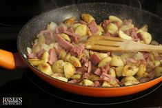 Use your leftover corned beef and potatoes to create this delicious Best Corned Beef Hash for breakfast, lunch or dinner! Best Corned Beef Hash, Homemade Corned Beef, Irish Coddle, Beef And Potatoes, Best Breakfast, Easy Meals, Lunch, Chicken, Dinner