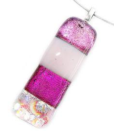 Langwerpige glashanger van diverse soorten roze glas! Unieke dichroide hanger!