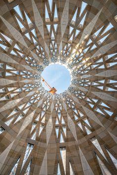 BARCELONA | la Sagrada Família | En construcció - Page 290 - SkyscraperCity Futuristic Architecture, Interior Architecture, Digital Fabrication, Parametric Design, Antoni Gaudi, New City, Modern Buildings, Kirchen, Stained Glass Windows