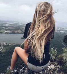 Summer Beach Blonde Hair Color : The Ultimate Blonde Hair Color – Beauty Make up Styles Beach Blonde Hair, Blonde Hair Shades, Cool Blonde Hair, Beach Hair, Foto Casual, Natural Hair Styles, Long Hair Styles, Pinterest Hair, Trendy Hairstyles