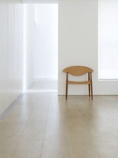 John Pawson   The Metropolitan Chair designed by the duo Ejner Larsen and Aksel Bender Madsen in 1949, produced by Carl Hansen & Søn