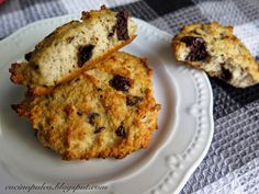 """Esta receta viene originada de un gran descubrimiento de """"pan de molde paleo"""" que encontré en Pinterest y yo lo adapté a unas g... Keto Recipes, Muffin, Low Carb, Gluten Free, Cookies, Healthy, Breakfast, Desserts, Quinoa"""