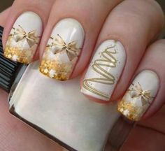 In seek out some nail designs and ideas for your nails? Listed here is our list of must-try coffin acrylic nails for modern women. Diy Christmas Nail Art, Holiday Nail Art, Christmas Nail Art Designs, Fancy Nails, Gold Nails, Pretty Nails, Gold Nail Designs, Seasonal Nails, Xmas Nails
