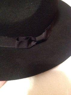 Czarny kapelusz ze stradivariusa, zakupiony za prawie 60zł.  Założony raz.  Link do kapelusza na stronie sklepu:  http://w...